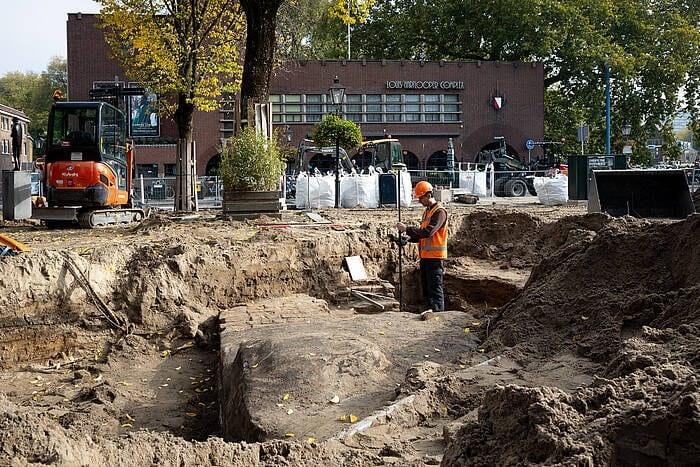 Restanten Utrechtse Tolsteegpoort uit 16e eeuw ontdekt tijdens werkzaamheden