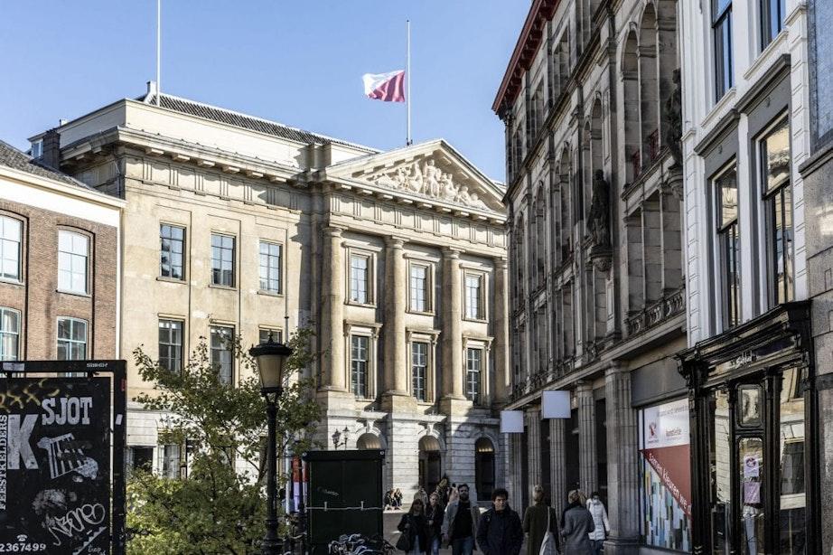 Wéér hangen de vlaggen in de stad halfstok; 'Utrecht staat solidair naast Oostenrijk'