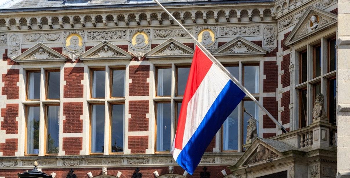 Vlaggen halfstok bij Universiteit Utrecht voor vrij en veilig onderwijs