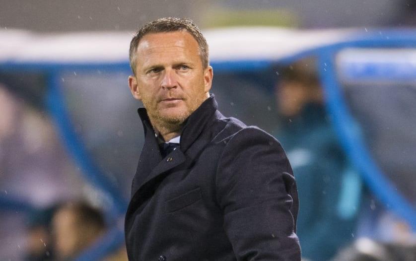 Het is officieel: John van den Brom vertrekt bij FC Utrecht naar KRC Genk
