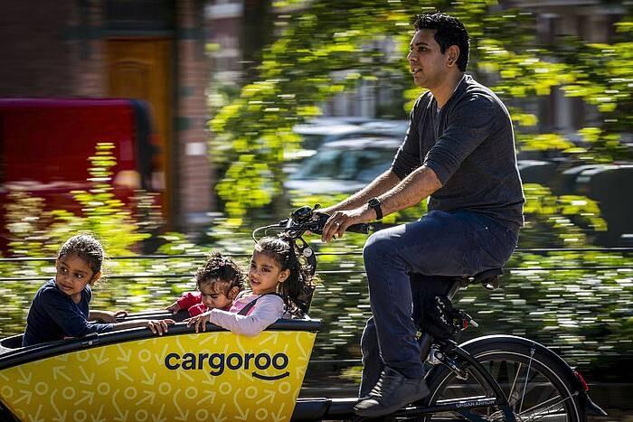 Utrecht start komend voorjaar proef met elektrische deelbakfietsen