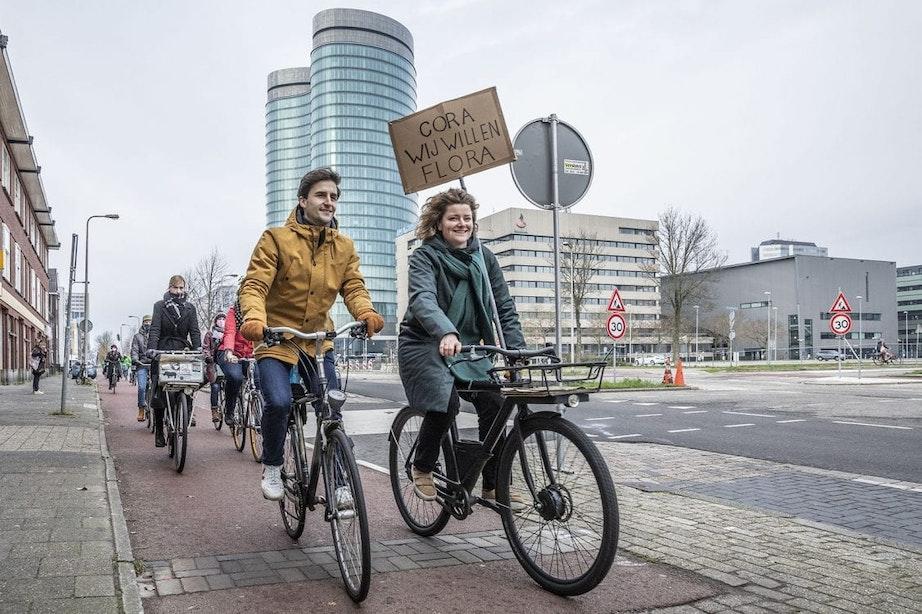 Duizenden mensen stappen op de fiets om te protesteren tegen verbreding van A27 bij Utrecht