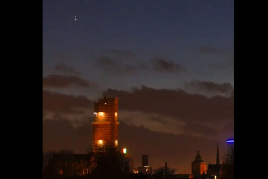 Video: Jupiter en Saturnus scheren over Utrechtse Domtoren
