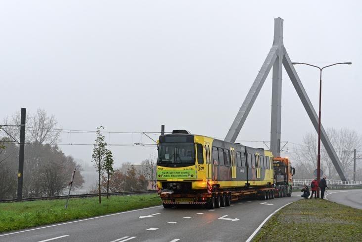 Laatste exemplaar van oude Utrechtse tram overgedragen aan museum