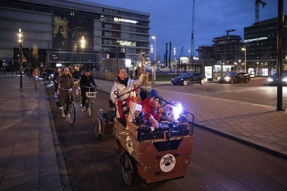 Fietsrave door Utrecht vraagt aandacht voor jongeren die lijden vanwege coronacrisis