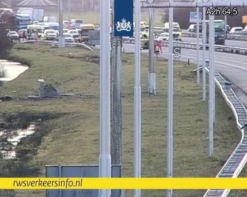 Snelweg A2 vanuit Den Bosch richting Utrecht woensdagmiddag afgesloten vanwege dodelijk ongeval.