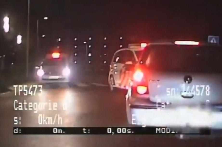 Video: Politie pakt autokraker op heterdaad bij winkelcentrum De Gaard