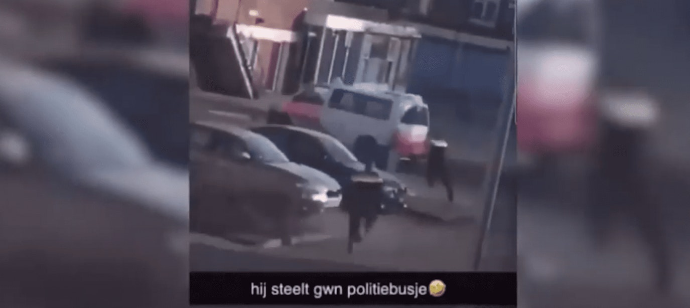 'Relschoppers stelen politiebus' is nepnieuws, zegt politie Utrecht Centrum