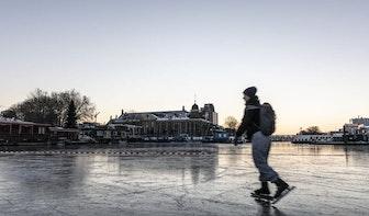 Foto's: Schaatsen tijdens zonsopkomst bij De Munt in Utrecht