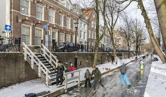 Foto's: Er wordt geschaatst op de Utrechtse Nieuwegracht