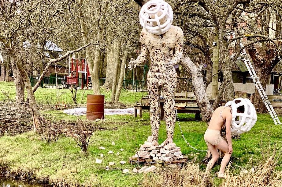 Eerste kunstwerk van EXtuin geplaatst in voortuin aan Utrechtse Vechtdijk