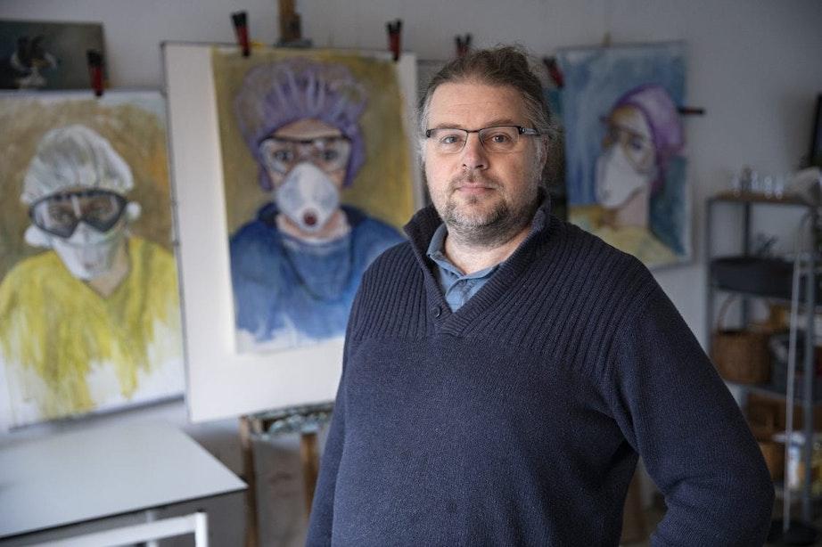 DUIC in 2020: Marco de Vente met zijn schilderijen van zorgpersoneel in isolatiekleding