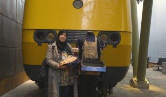 NS stopt met railcatering; Laila geeft laatste uniform aan Spoorwegmuseum