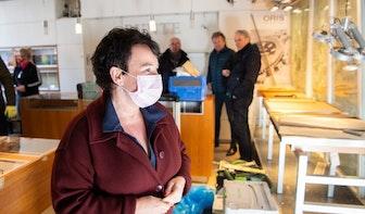 Burgemeester Dijksma bezoekt getroffen ondernemers plofkraak: 'Het is een megaklap geweest'