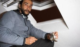 Onrustig in de Monseigneur van de Weteringstraat; politie neemt pan en lepel in beslag en arresteert bewoner