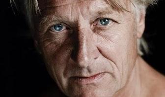 Utrechtse cabaretier en kunstenaar Jeroen van Merwijk (65) overleden