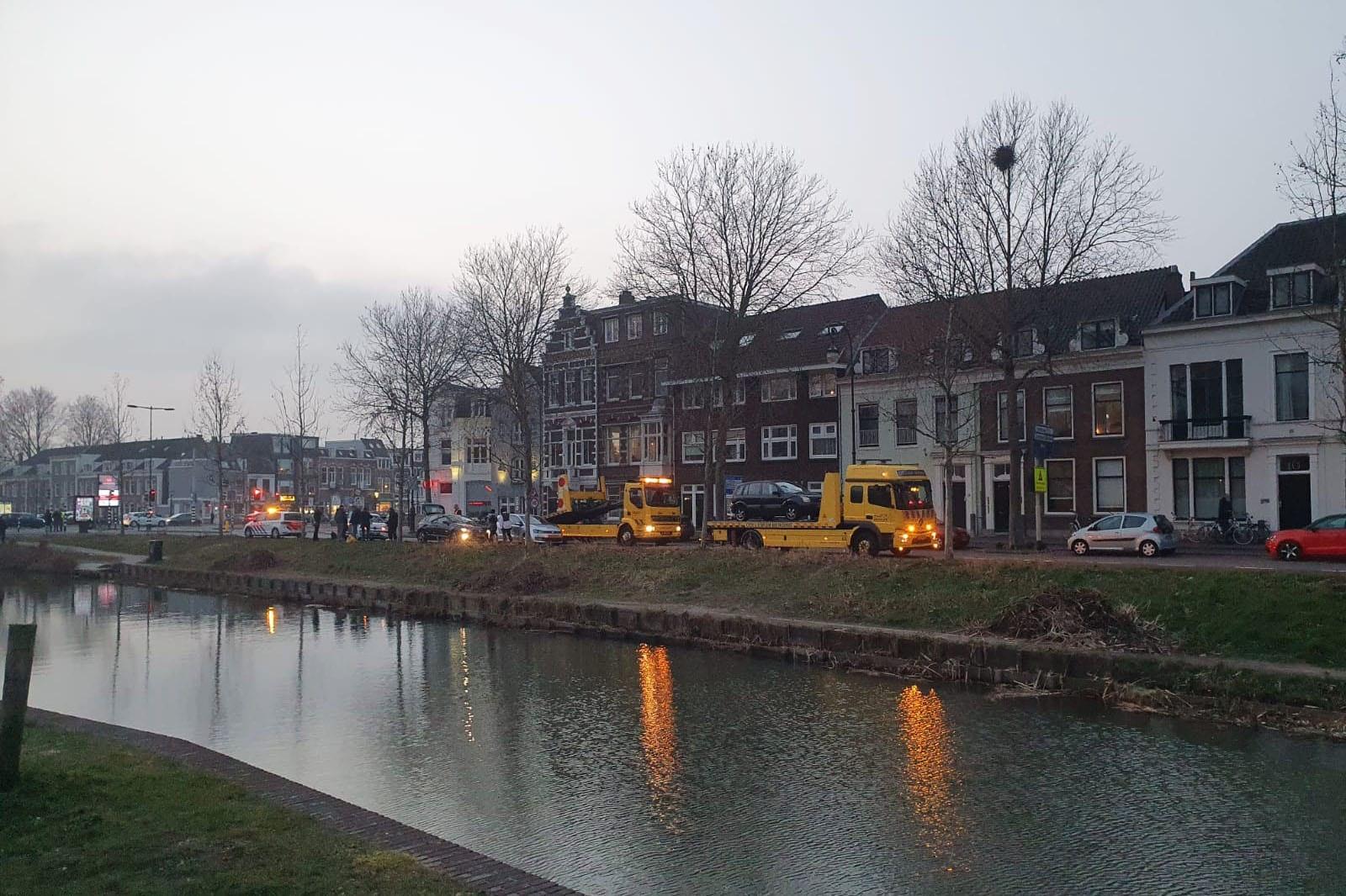 Vier auto's betrokken bij ongeval op de Weerdsingel Westzijde in Utrecht.