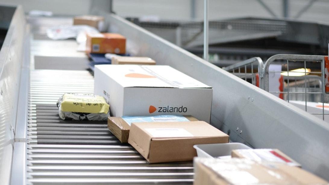Utrecht heeft eerste gerobotiseerde pakketautomaat van PostNL
