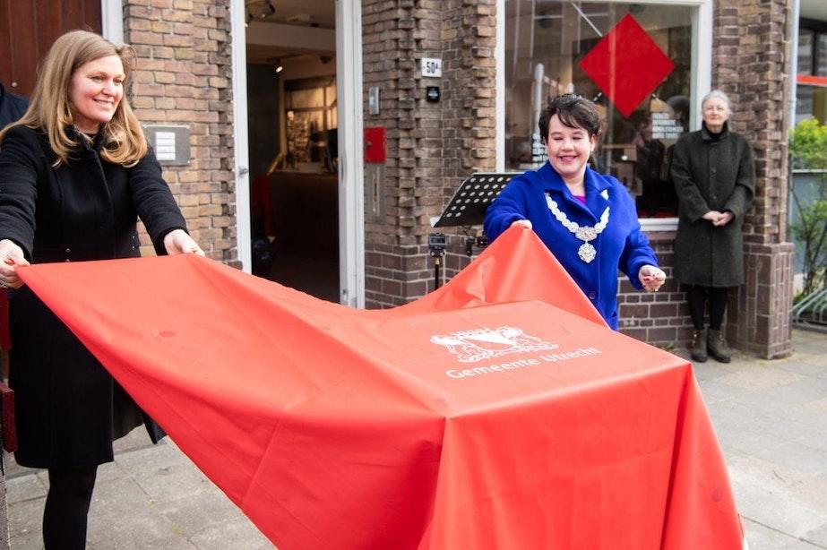 Utrechtse verzetsheldin Truus van Lier op honderdste geboortedag geëerd met plaquette en Stolpersteine