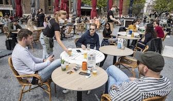 Utrechtse terrassen weer geopend: 'We bestellen eerst koffie, maar direct daarna een biertje'