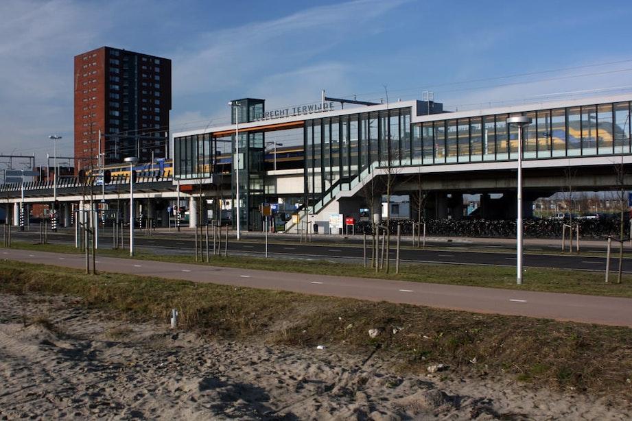 Vier arrestaties en twee gewonden na steekpartij station Utrecht Terwijde