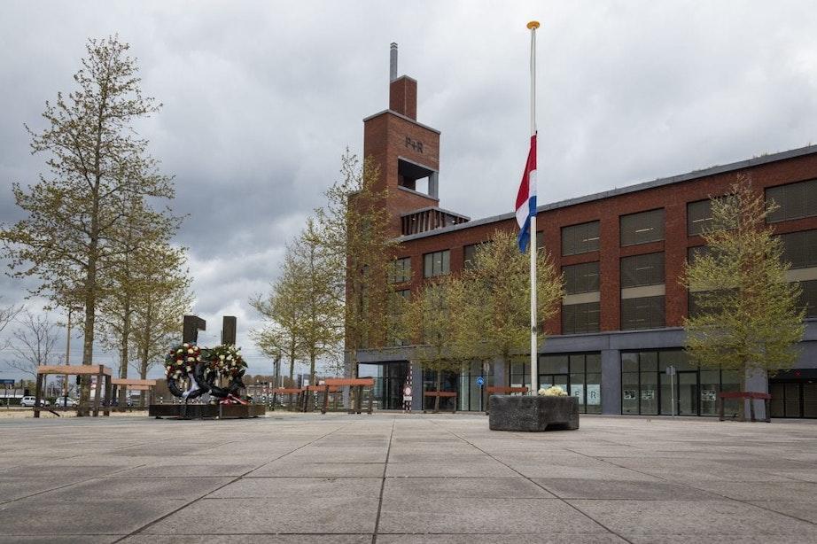 Zo ziet Dodenherdenking eruit in Utrecht; kransleggingen en muziek vanaf de Domtoren