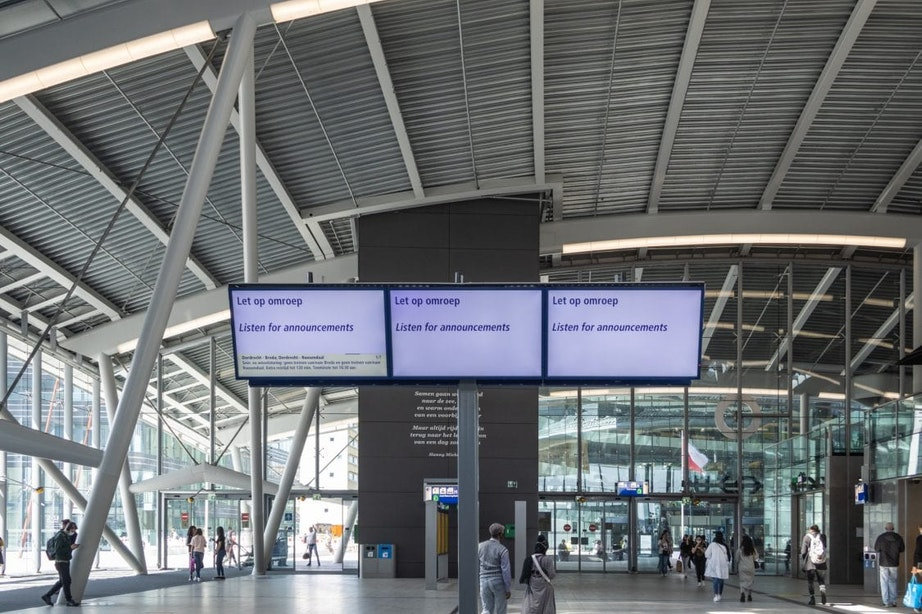Treinverkeer rond Utrecht Centraal lag maandag plat na grote landelijke storing