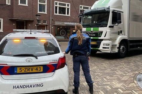 Veel te zware vrachtwagen aan de kant gezet in Utrechtse binnenstad