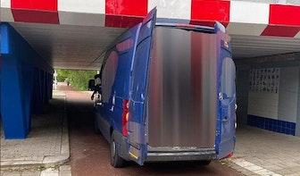 Ondanks extra maatregelen rijdt chauffeur zich weer klem onder viaduct Prins Hendriklaan