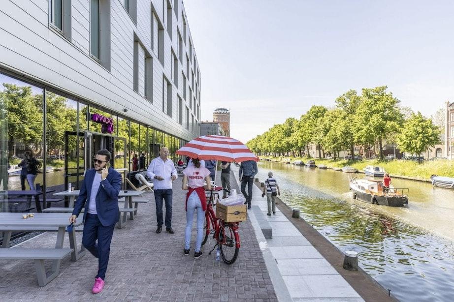 Moxy-hotel aan de Helling in Utrecht opent de deuren; zo ziet het er vanbinnen uit