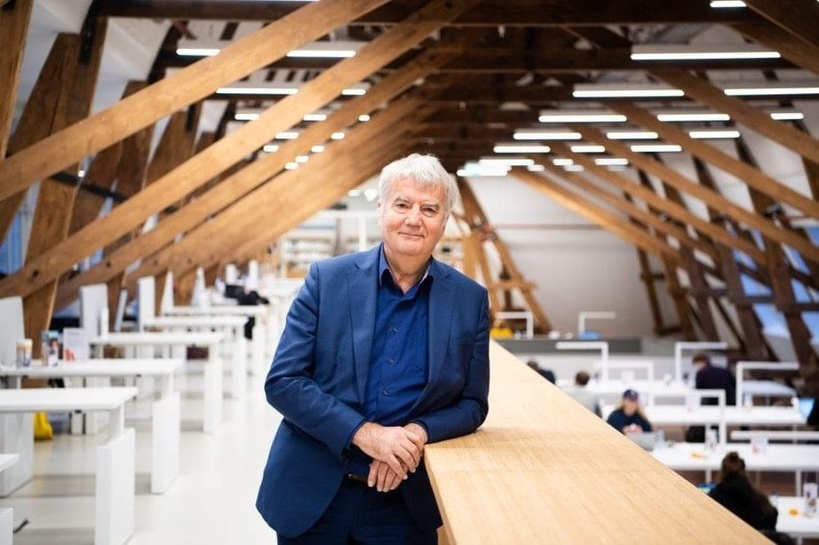 Oud-bibliotheekdirecteur Ton van Vlimmeren ontvangt koninklijke onderscheiding