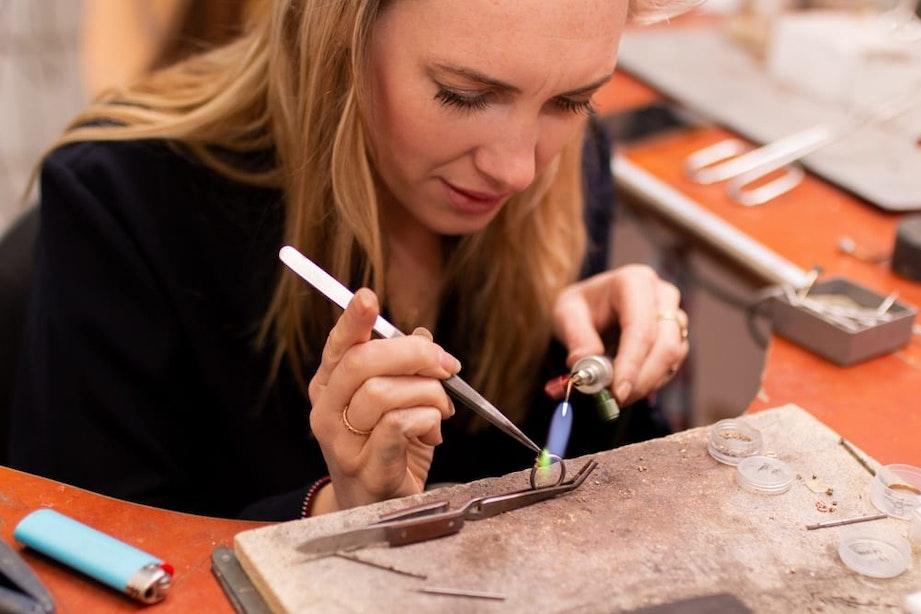 Utrechts gemaakt: Judigje maakt sieraden van gerecycled goud