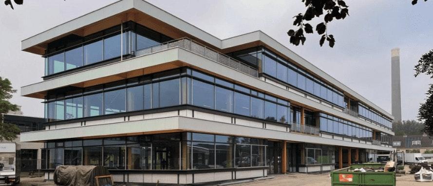 Na negen maanden bouwen is houten bedrijfsgebouw in het Utrechtse Werkspoor klaar