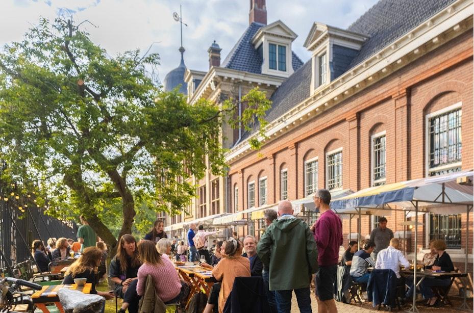 Pop-up restaurant De Zware Jongens met ruim terras opent in het Muntgebouw