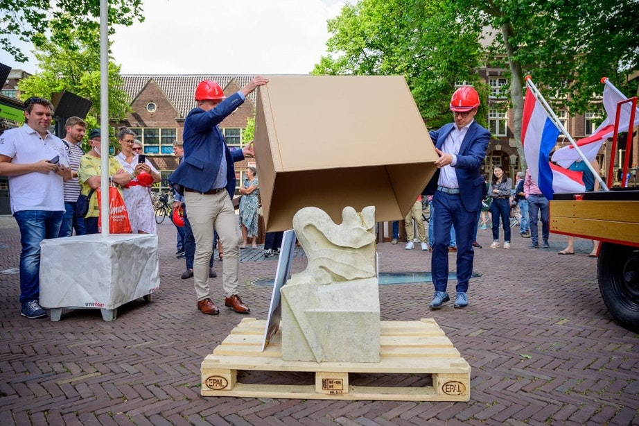 Utrecht schenkt ornament Domtoren aan replica in Japan