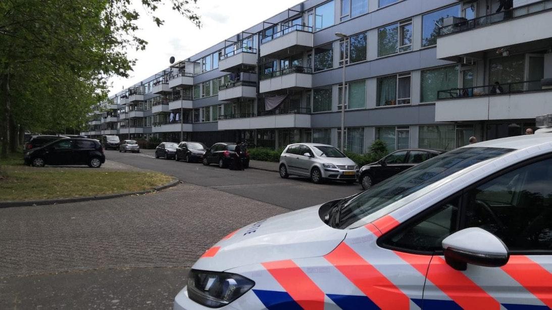 Politie doet inval in woning in Utrechtse wijk Overvecht en vindt drugs en geld