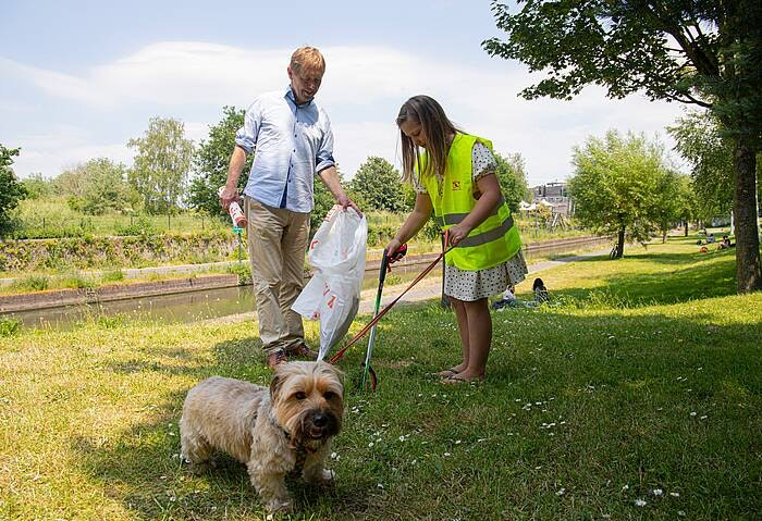 Gemeente Utrecht reikt 5.000e zwerfafvalknijper uit aan inwoner van de stad