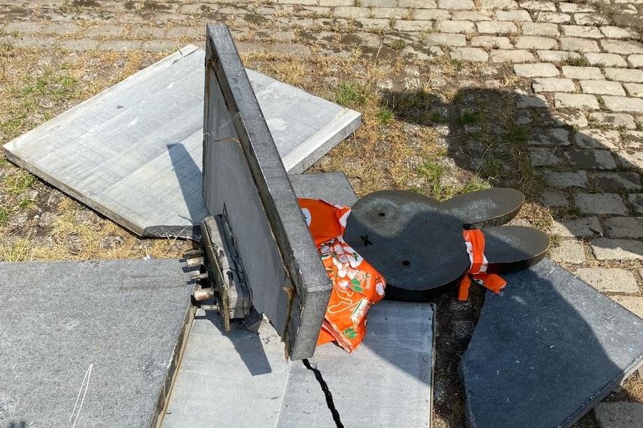 Standbeeld nijntje op nijntje pleintje is kapot; mogelijk heeft een veegwagen de sokkel geraakt