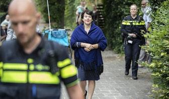 Burgemeester brengt bezoek aan Geuzenwijk en belooft iets te doen aan de overlast