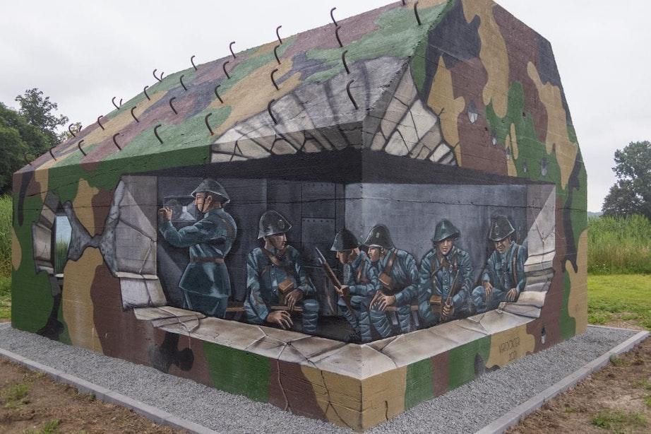 Verfdokter laat in Utrechts Gagelbos zien hoe soldaten vroeger in schuilbunker zaten