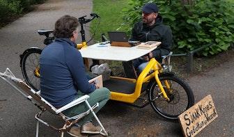Straatdichter Sjaak Kroes schrijft in het Wilhelminapark