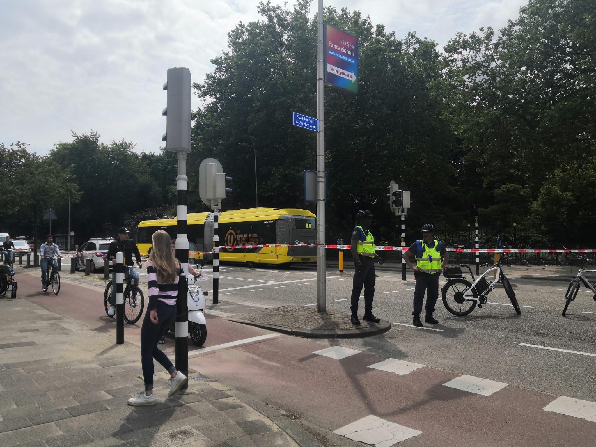 Fietser raakt ernstig gewond bij aanrijding met bus in Utrecht.