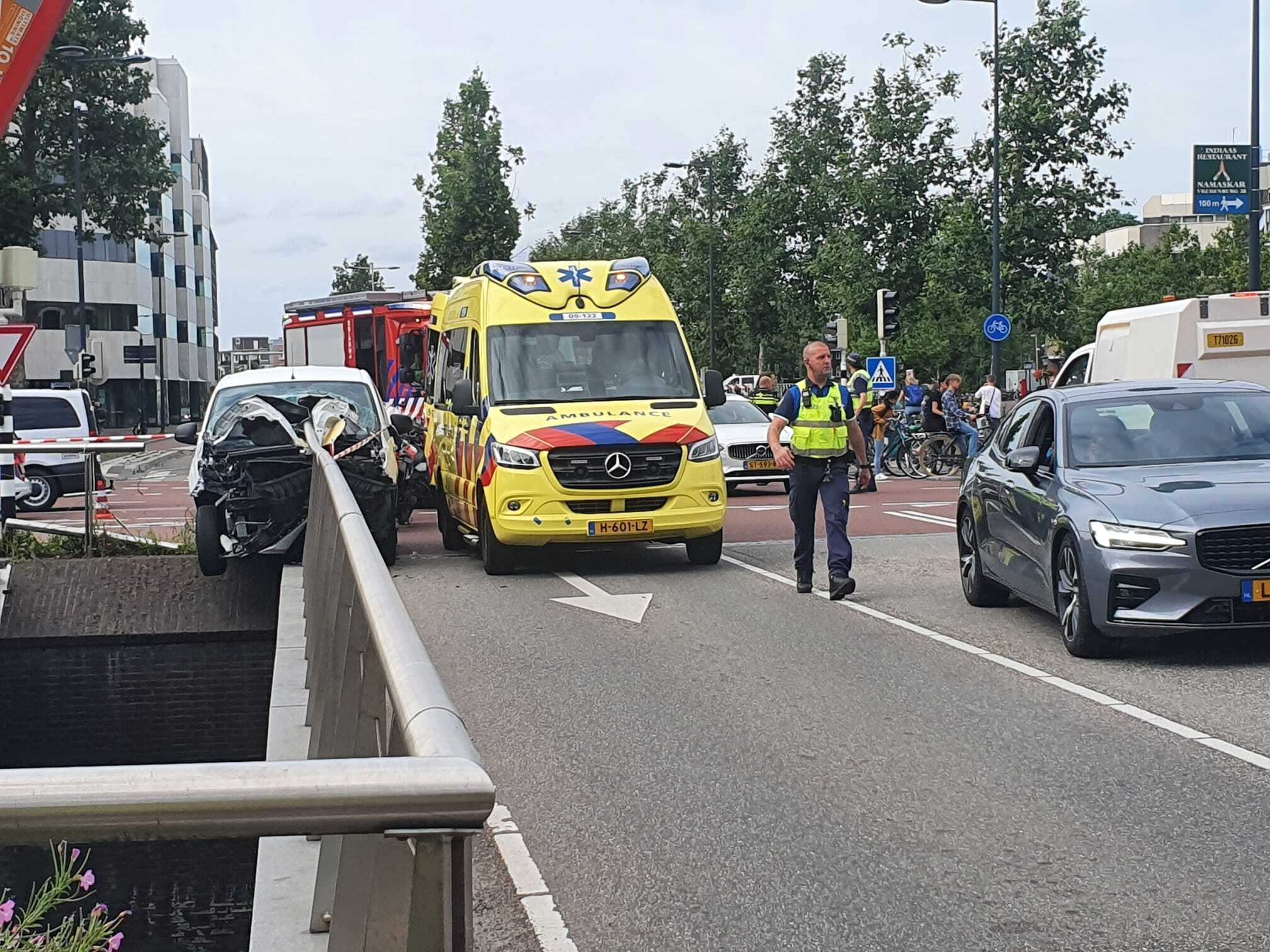 Zwaar ongeluk op Utrechtse Catharijnesingel; automobilist had harddrugs en lachgas op.