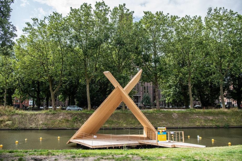 Houten podium Akwaglot mogelijk nog tot februari 2023 in de Catharijnesingel in Utrecht