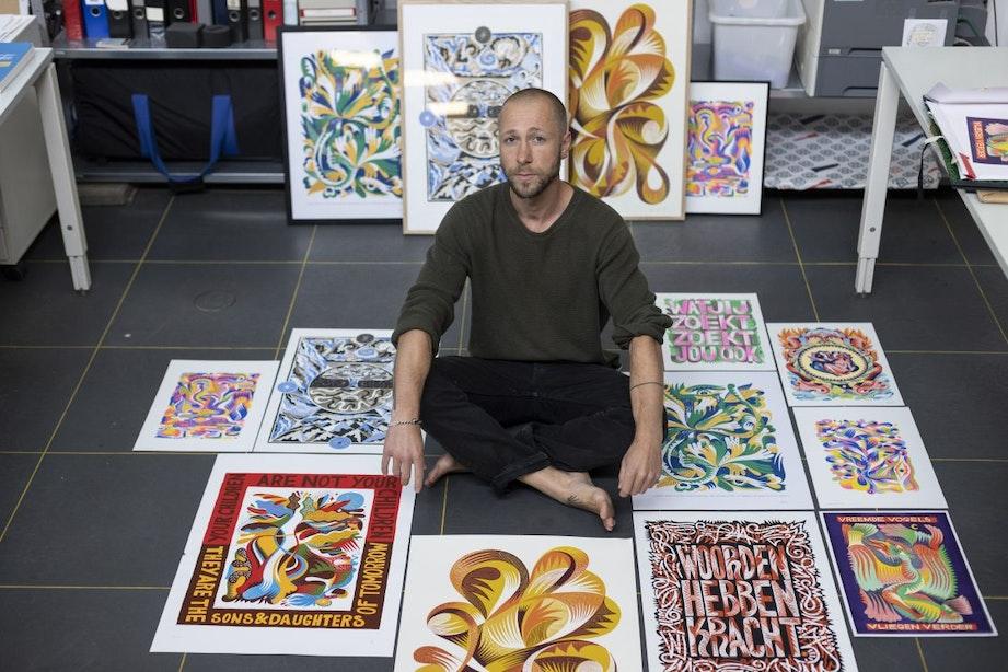 Robert Jan Lechner verwerkt zijn gedachten in kleurrijke zeefdrukken en risoprints
