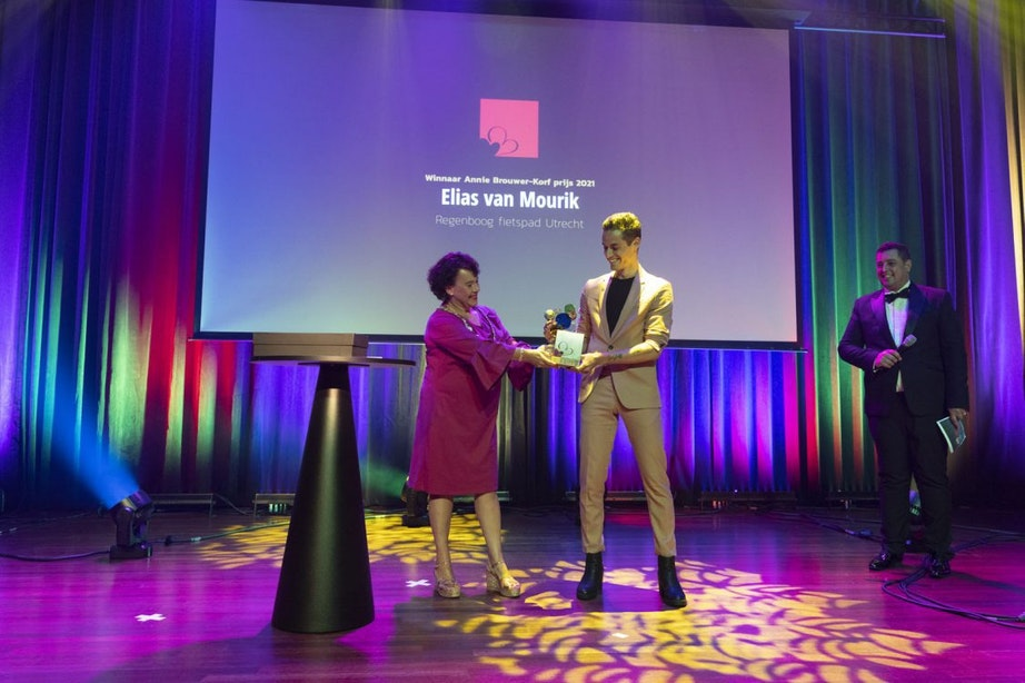 Elias van Mourik, bedenker van regenboogfietspad, wint Annie Brouwer-korf prijs