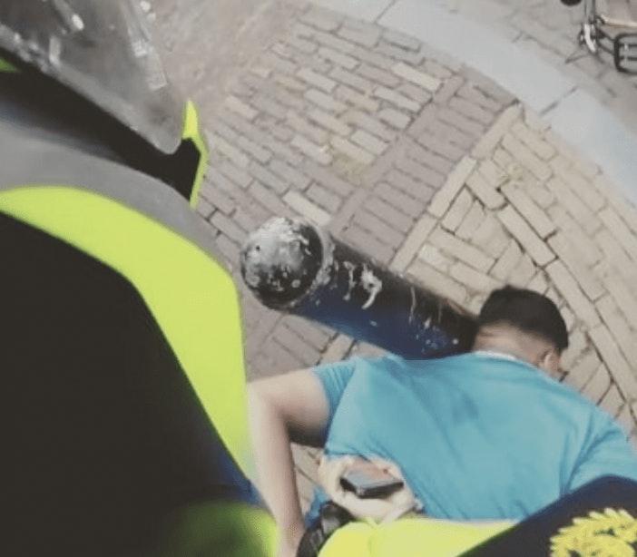 Agent gebruikt pepperspray bij aanhouding van opstandige verdachte van heling op Oudegracht