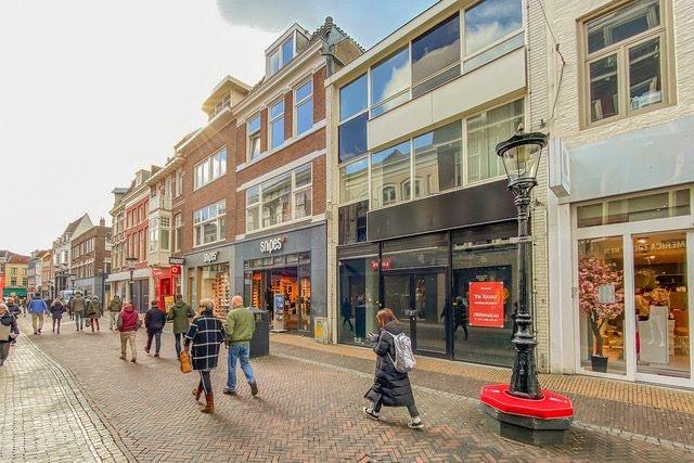 Donutketen Royal Donuts opent winkel aan de Lange Elisabethstraat in Utrecht