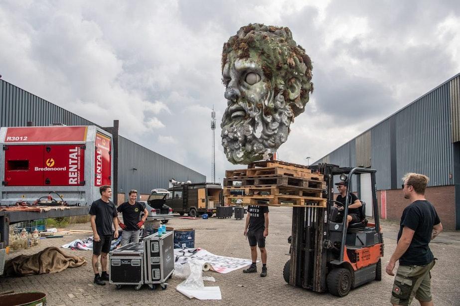 Opbouw muziekwagens Unmute Us Utrecht in volle gang; duizenden mensen verwacht