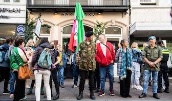 Gemeente vervangt sloten van restaurant Waku Waku; opnieuw tientallen actievoerders aanwezig